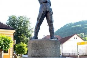 Памятник трубачу