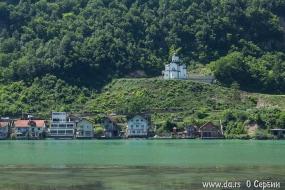 Православный храм на босанском берегу