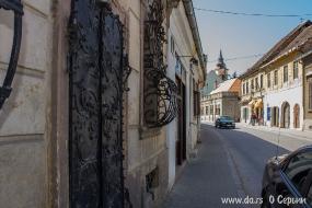 Старинные кованые двери