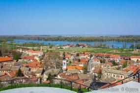 Вид на Сремски Карловци и Дунай со смотровой площадки