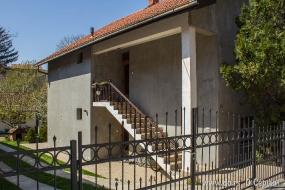 Сербский дом на две семьи