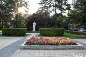 Памятник Вуку Караджичу