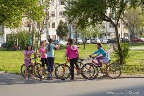Девочки на велосипедах