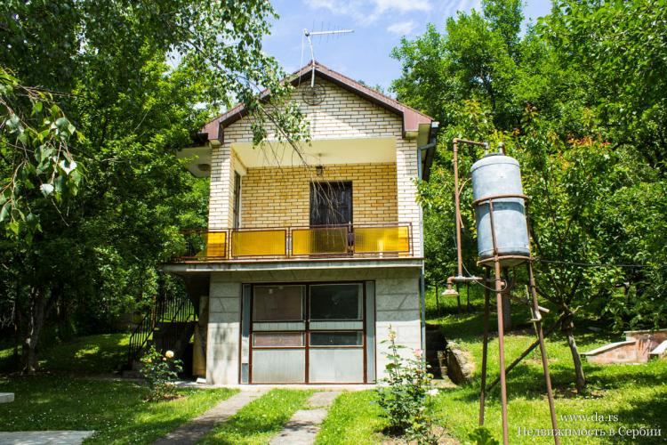 Дача в Западной Сербии в окружении леса
