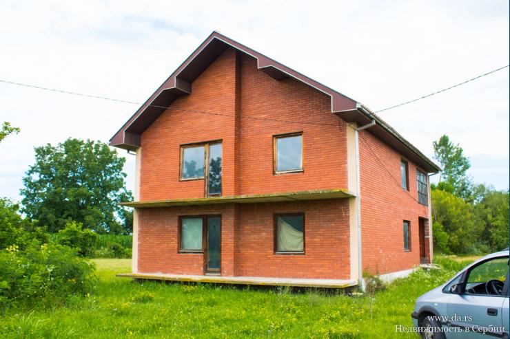 Большой дом в городе Лозница