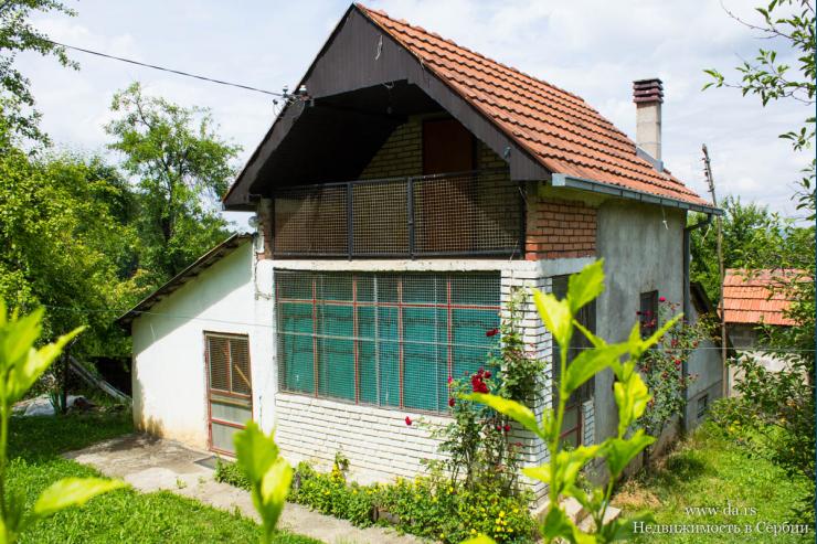 Дом в лесу с участком 2,7 га в пригороде города Лозница