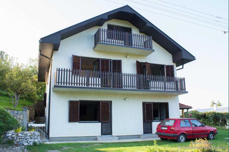 Новый дом недалеко от центра Лозницы