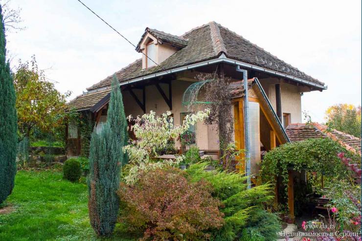 Небольшой дом с садом в Лознице