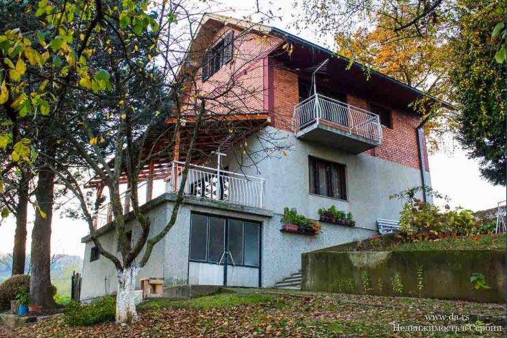 Дом на возвышенности в городской черте Лозницы
