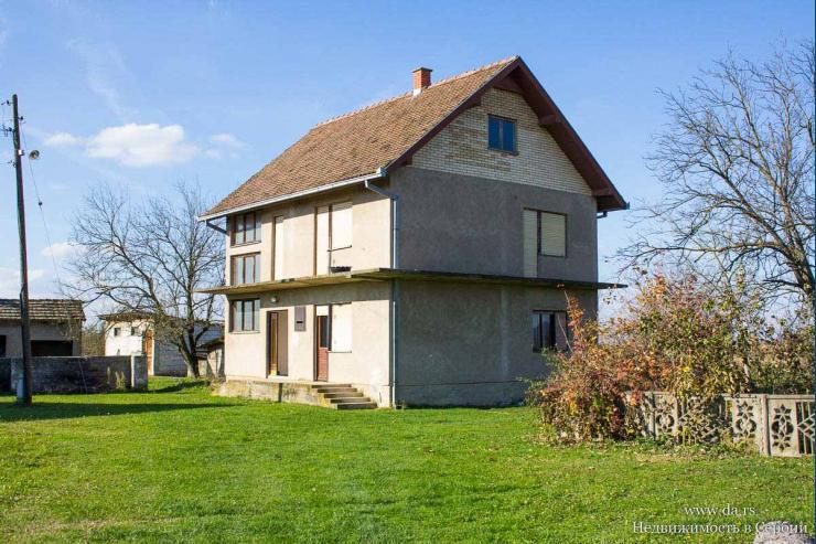 Дом с большим садом в пригороде Лозницы