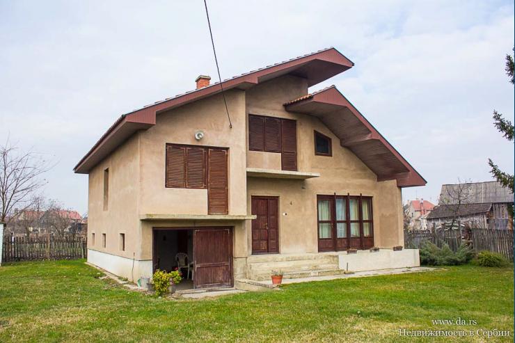 Дом с садом в пригороде города Шабац