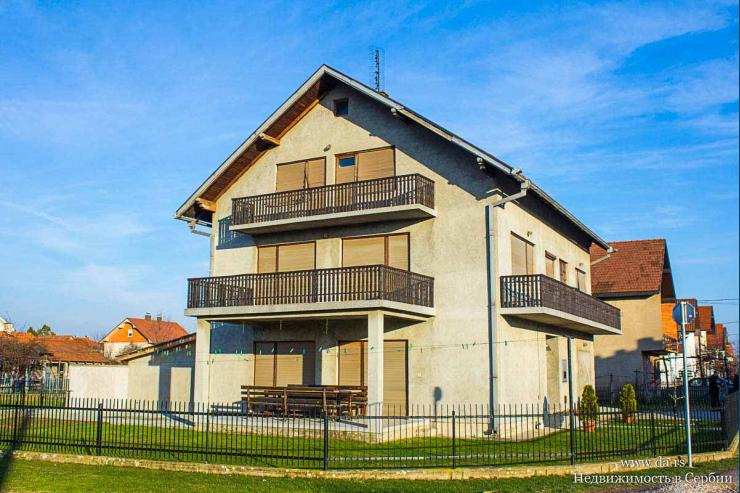 Большой дом в городской черте Лозницы