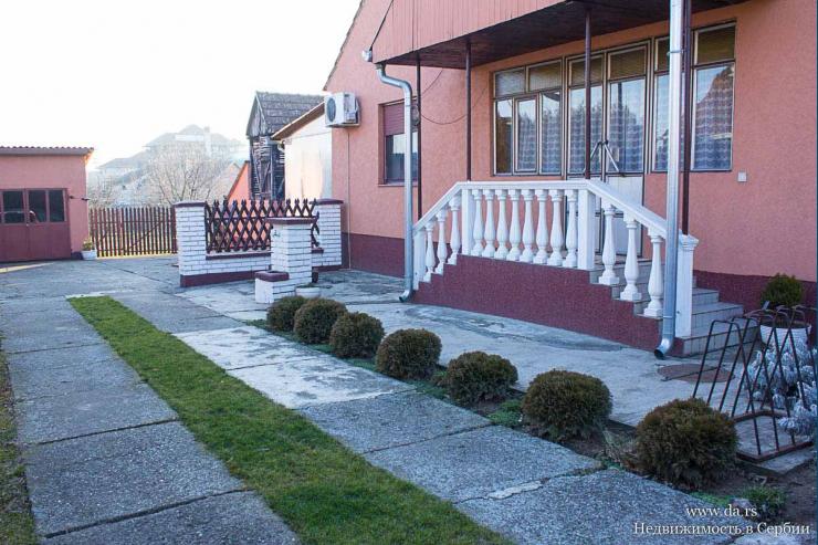 Дом с садом между городами Шабац и Сремска Митровица