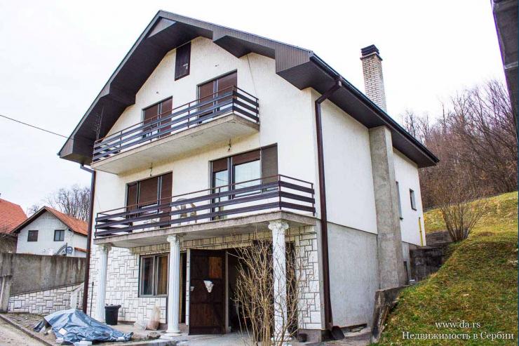 Просторный дом в городе Лозница