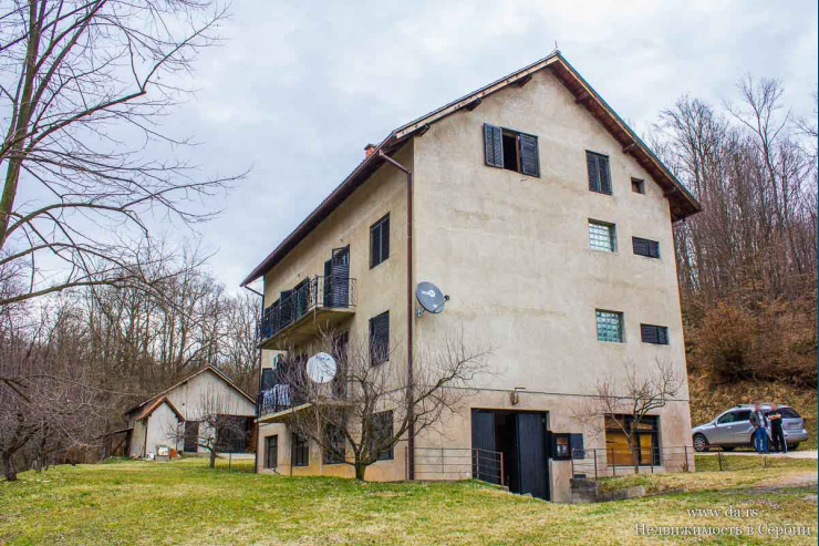 Большой дом на 2 семьи в городе Лозница