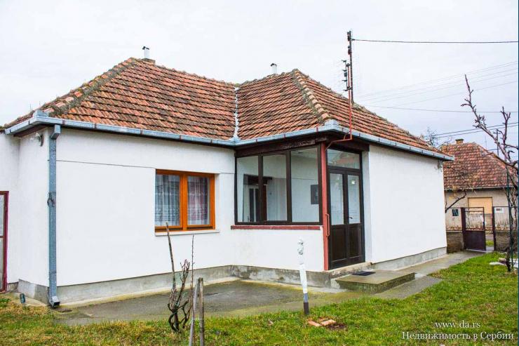 Недорогой дом с садом в пригороде Зренянина