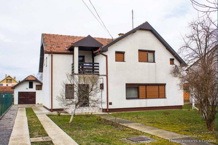 Большой дом с садом в пригороде Зренянина