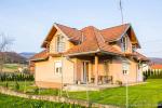 0211, Новый дом в поселке недалеко от Лозницы с красивыми видами на горы