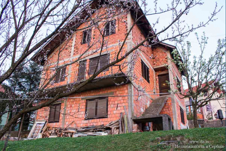 Дом в городской черте Лозницы