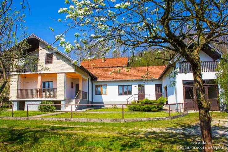 Дом с садом и большим участком недалеко от реки Дрина