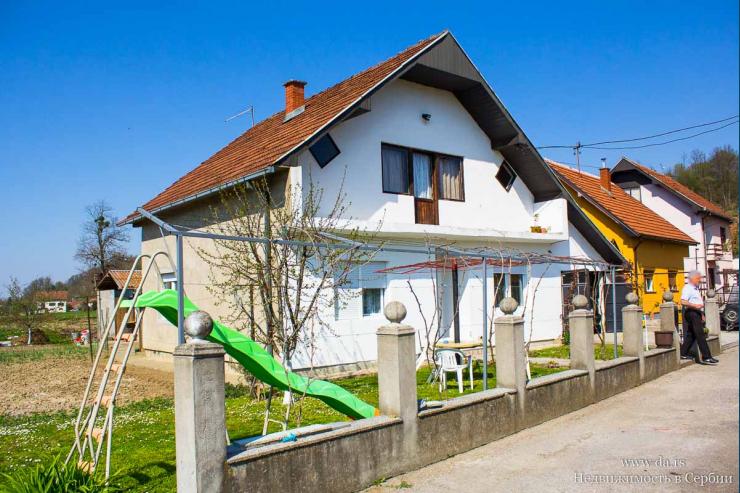Дом в пригороде Малого Зворника недалеко от реки Дрина