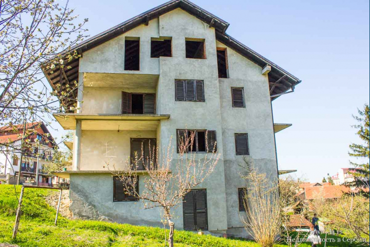 Многоквартирный дом в центре города Лозница
