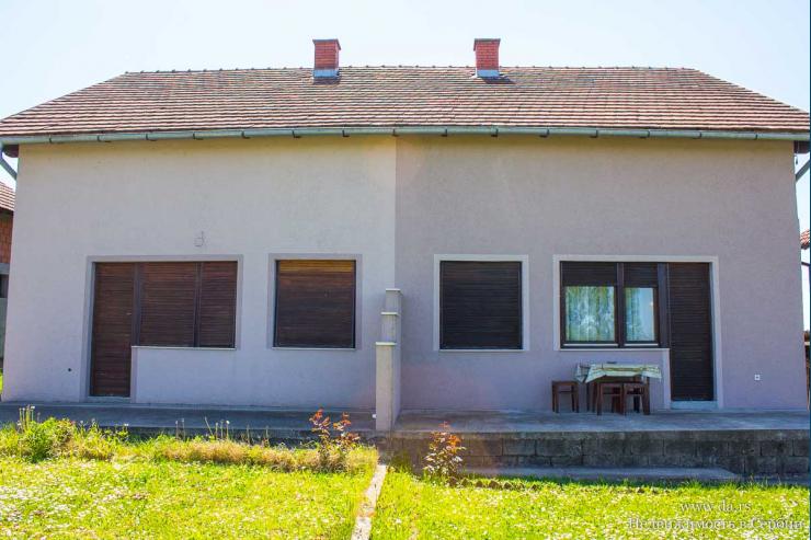 Дом на 2 семьи в пригороде Лозницы