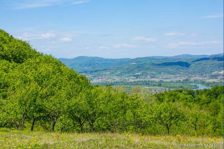 Большой участок на горе с потрясающими видами на реку Дрина и горы