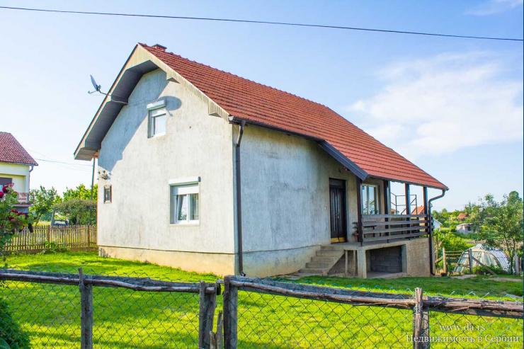 Дом в селе Тршич в пригороде Лозницы