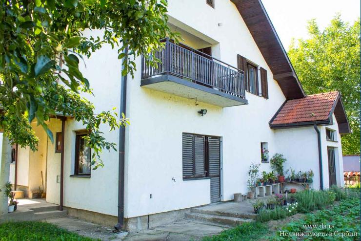 Дом с садом в пригороде Лозницы
