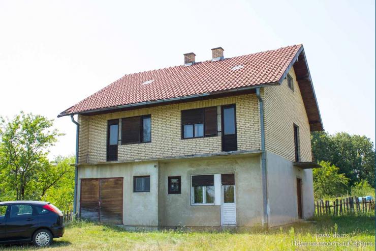 Дом с участком 2,3 га в живописном месте Тршич пригорода Лозницы