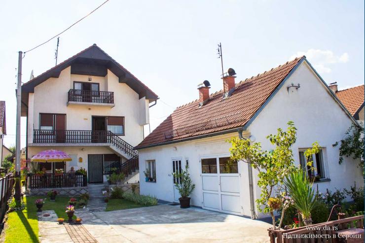 Два дома в центре города Лозница