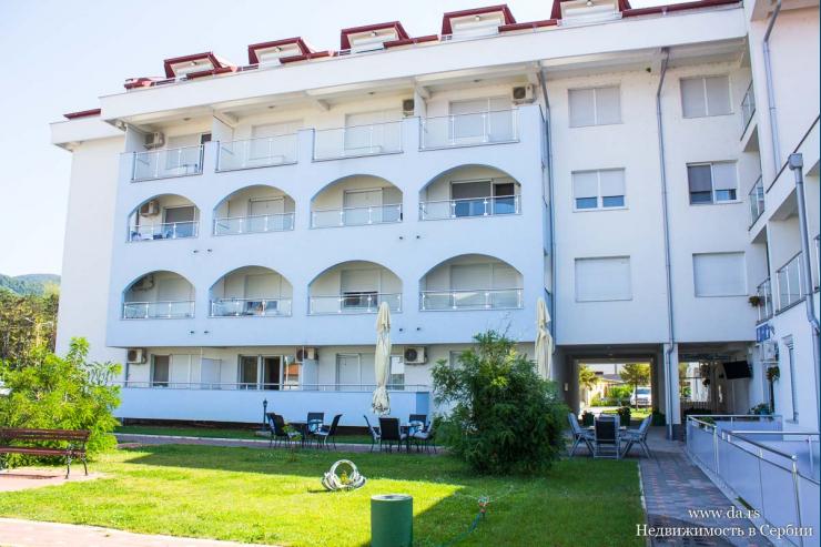 Новая квартира-студия с большой террасой в центре Баня Ковиляче