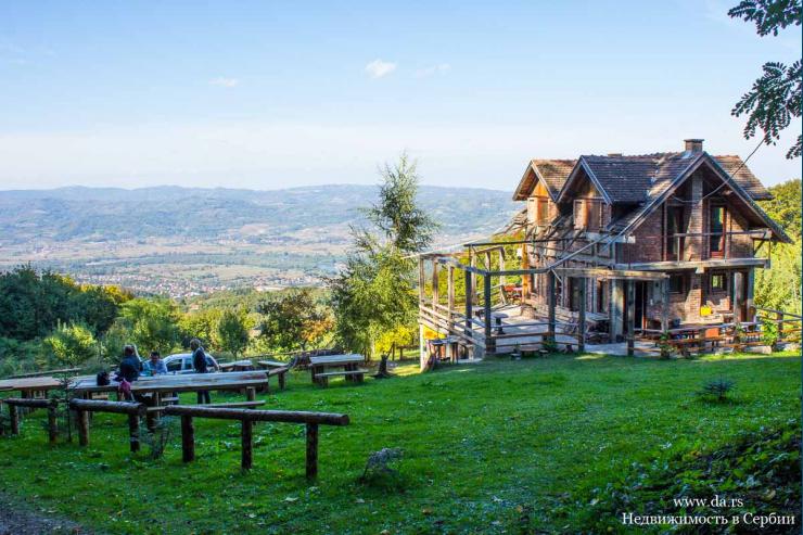 Туристический комплекс на горе с потрясающими видами