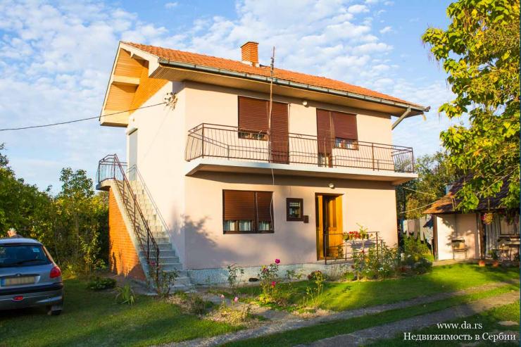 Дом в пригороде Лозницы с большим ровным участком