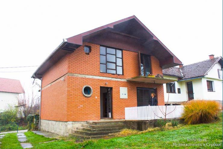 Дом с садом недалеко от центра Лозницы