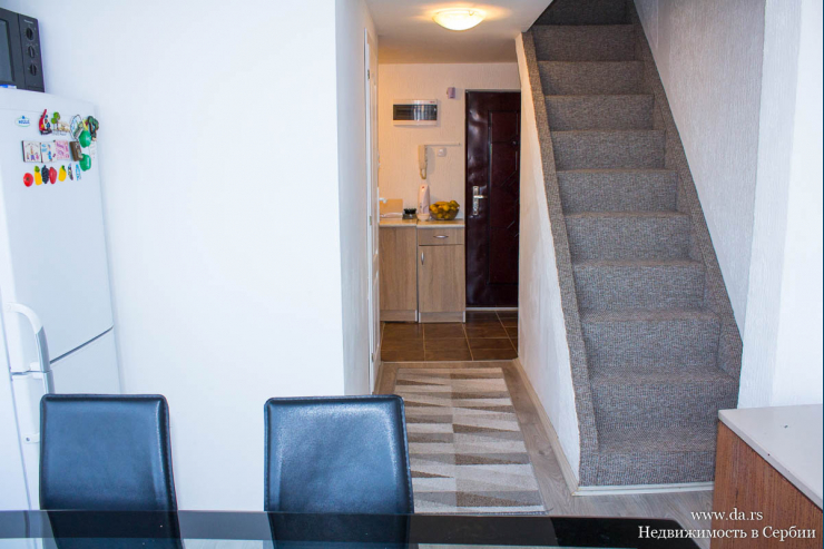 Трехкомнатная двухэтажная квартира в самом центре Лозницы