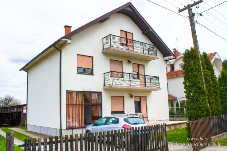 Отличный городской дом в Лознице