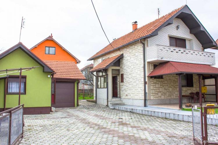 Отличный городской дом в центре Лозницы