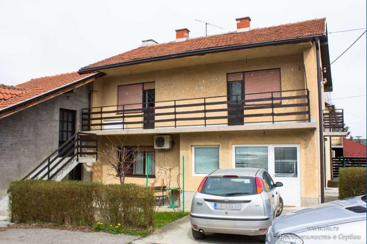 Большой дом в центре города Лозница