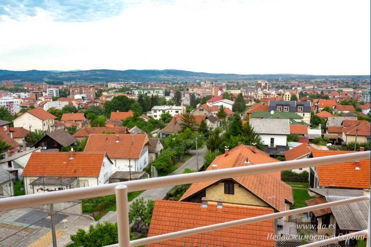 Однокомнатная квартира в отличном доме в Лознице