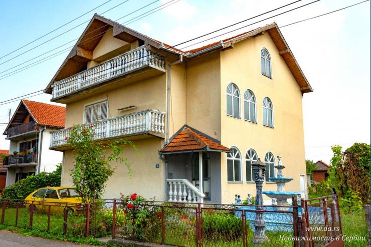 Большой дом в городской части Лозницы