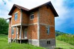 0377, Недостроенный дом с участком 1 га в пригороде Лозницы