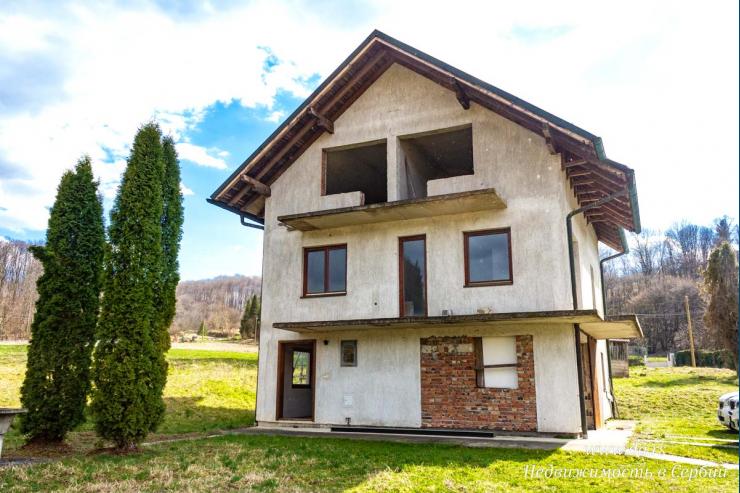 Новый дом в поселке недалеко от Баня Ковиляча