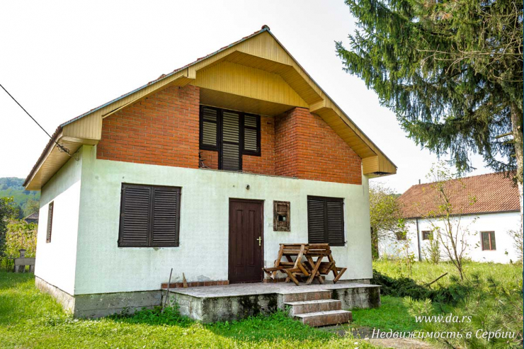 Дом в селе недалеко от реки Дрина