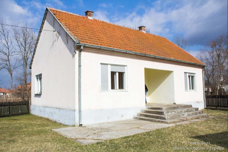Дом в селе с большим участком