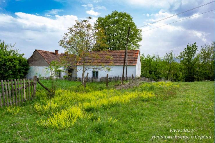 Большой участок со старым домом в поселке