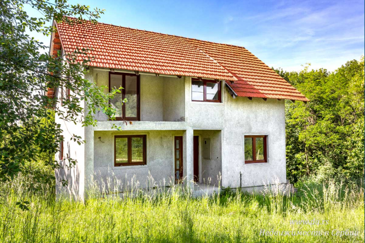 Отличный новый дом в живописном месте Лозницы