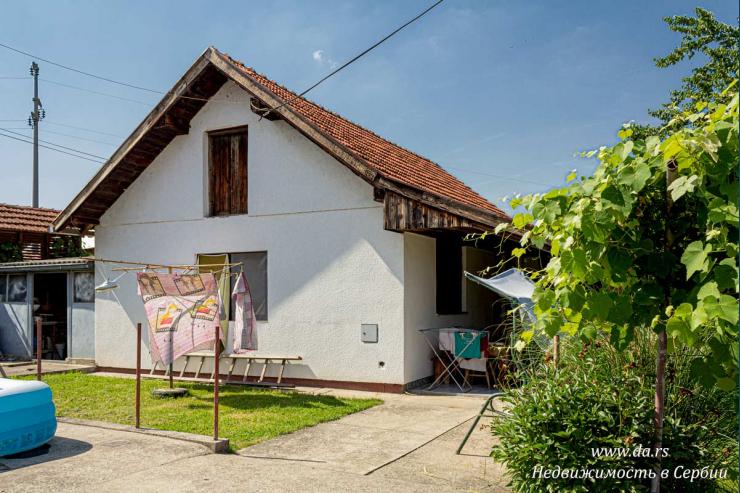 Дом с садом в городской черте Лозницы