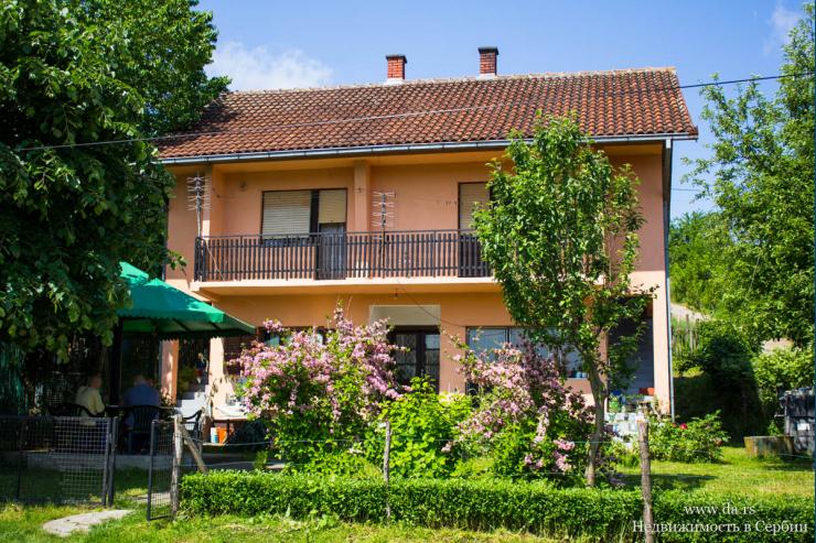 Дом с большим участком в пригороде Лозницы